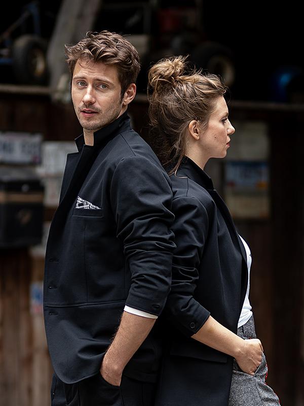 Jacke Serge . Shirt Auguste . Hose Jerome + Jacke Serge . Shirt Babette . Hose Aurelie